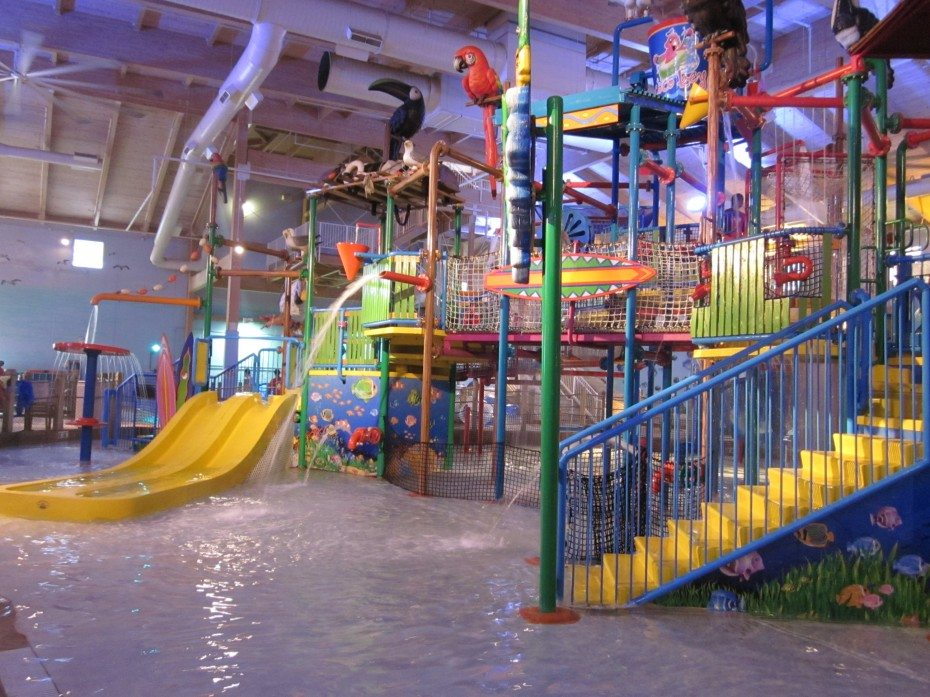 large water play area at CoCo Key Water Resort in Mount Laurel New Jersey