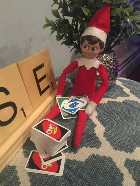 Elf on the shelf playing uno