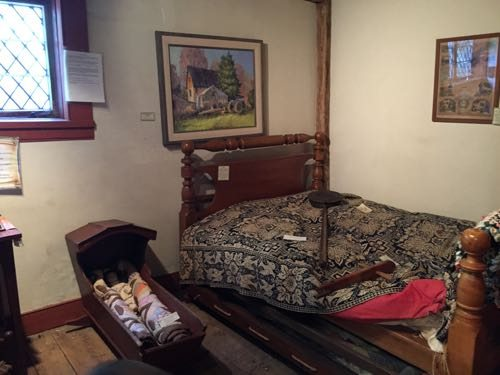 A bedroom at Dr. William Robinson Plantation
