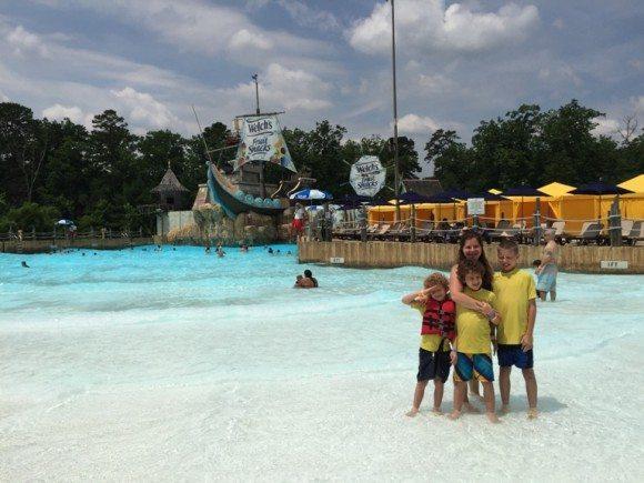 Hurricane Harbor wave pool