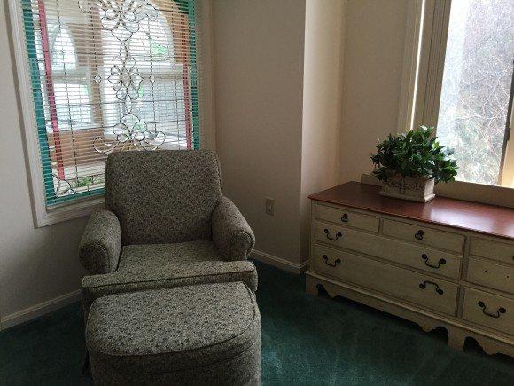 Nordic Village Resort Master Bedroom seating