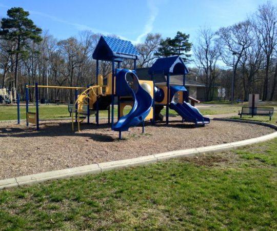 80 acres park playground monmouth