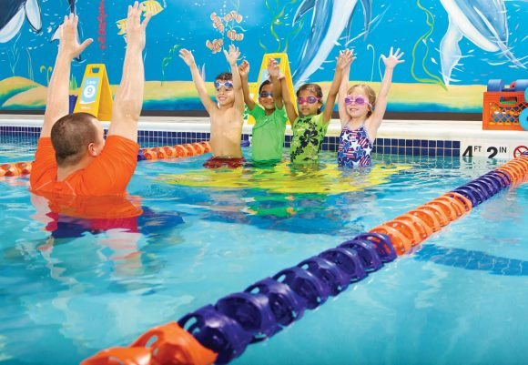 students learning to swim at goldfish swim school in new jersey