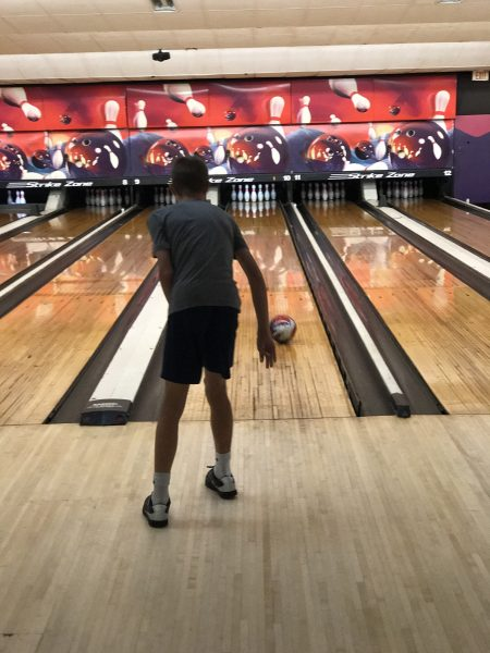 preteen kid bowling in Kids bowl Free program