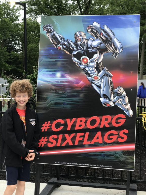 Six Flags Great Adventure Cyborg Cyber Spin ride
