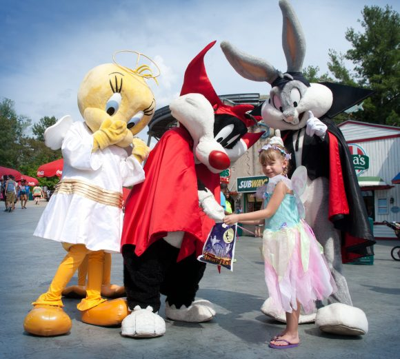 Six Flags Great Adventure Frightfest loony tunes Halloween