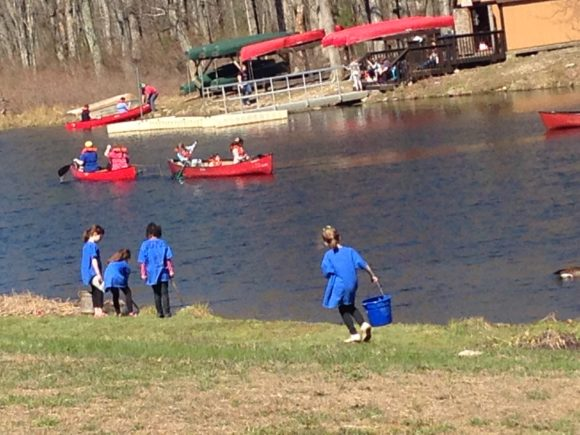 Sleepaway camps in New Jersey provide outdoor canoeing experiences.