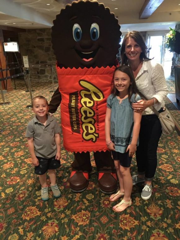 at the Hershey Lodge characters are available for free meet and greets and photos.