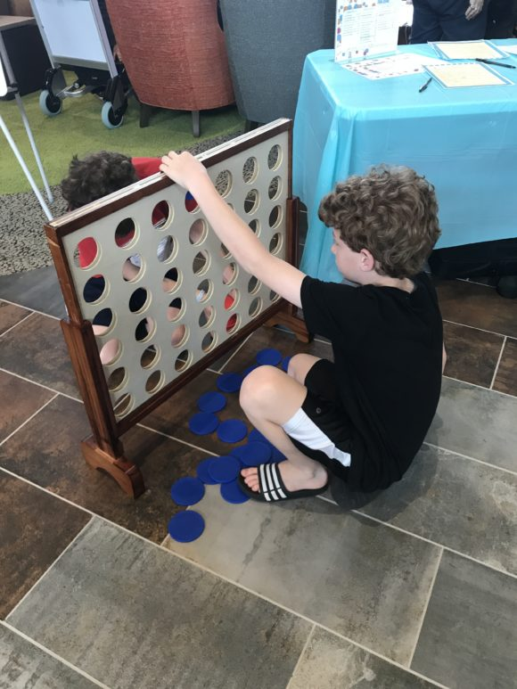 Play connect four at Kartrite Resort With Tweens