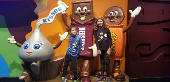 kids taking picture with Hersheypark character statues