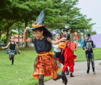 kids trick or treating at trunk or treat in New Jersey park