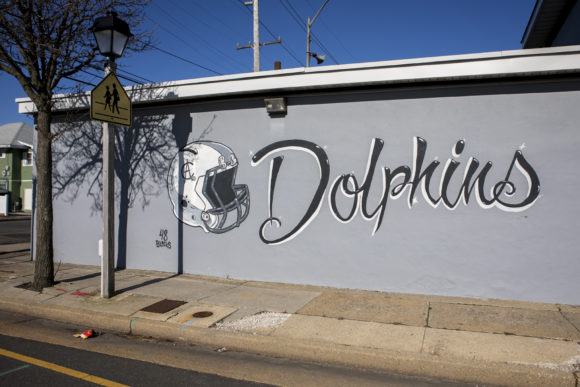Atlantic City Dolphins mural by Kenneth Faulk in Atlantic City