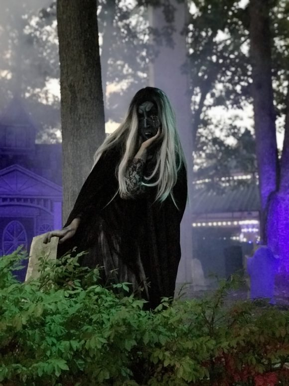 lady of the lake cemetery Great Adventure Halloween