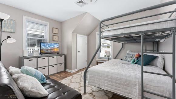 Charming-Getaway-Condo-Rental-bedroom-2