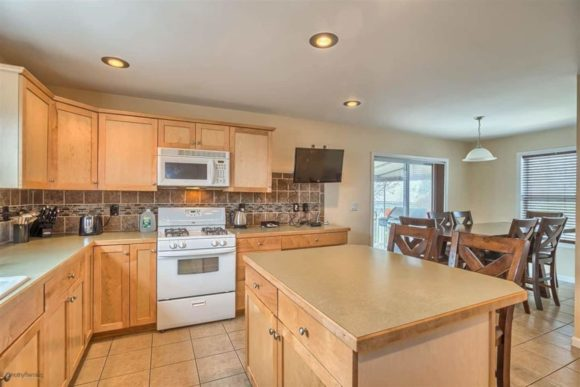 Complete Wildwood Vacation House Rental kitchen