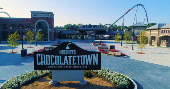 Hersheypark front entrance with sign showing Hershey's Chocolatetown.