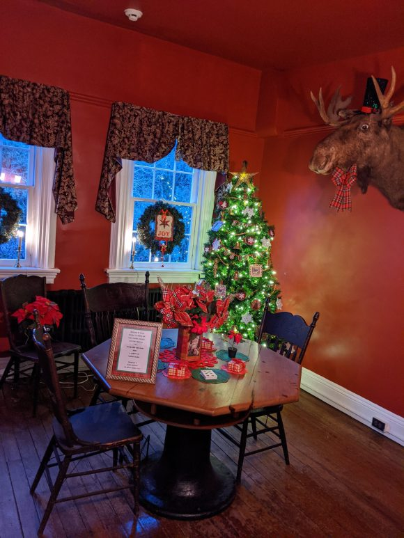 The mansion at Historic Smithville park decorated for Christmas